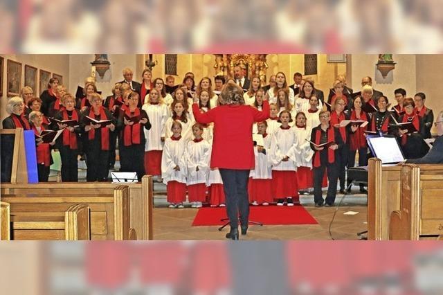 Jung und Alt verbunden im Gesang
