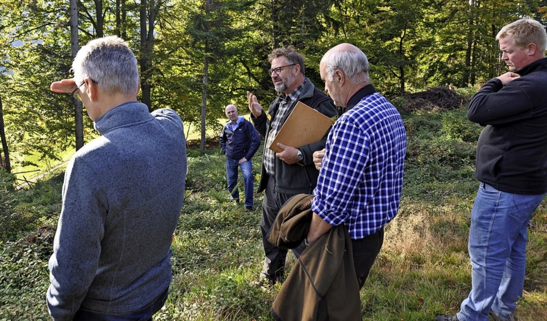 Forstdirektor Herbert Stiefvater (Bild...g zu einem Waldspaziergang eingeladen.  | Foto: Rainer Ruther