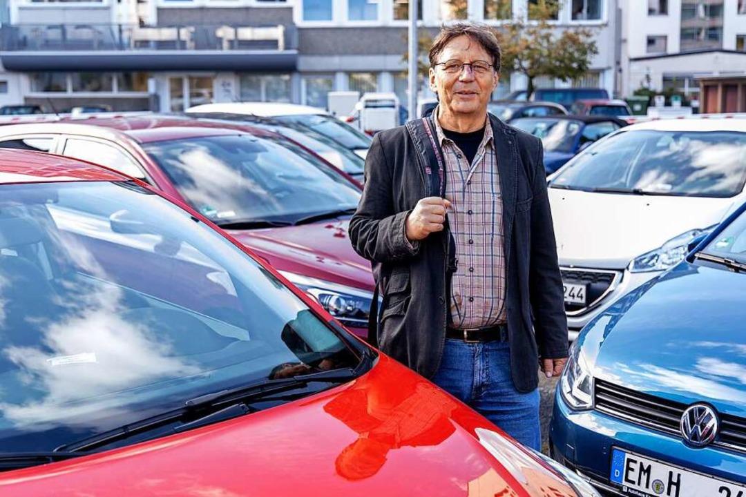 Angekommen auf dem BZ-Parkplatz in Freiburg: Franz Schmider.   | Foto: !s.u.! Joss Andres