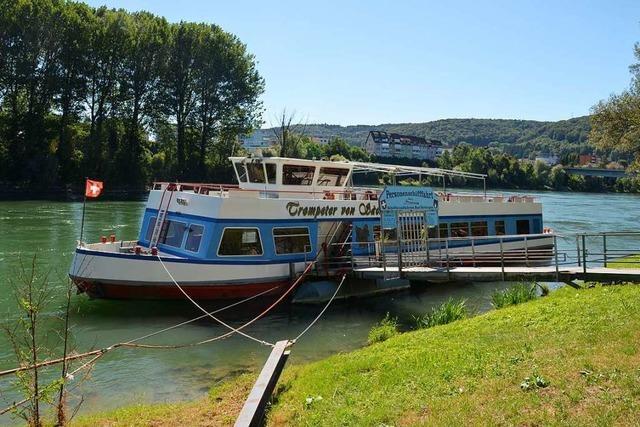 Täter brechen in Fahrgastschiff ein