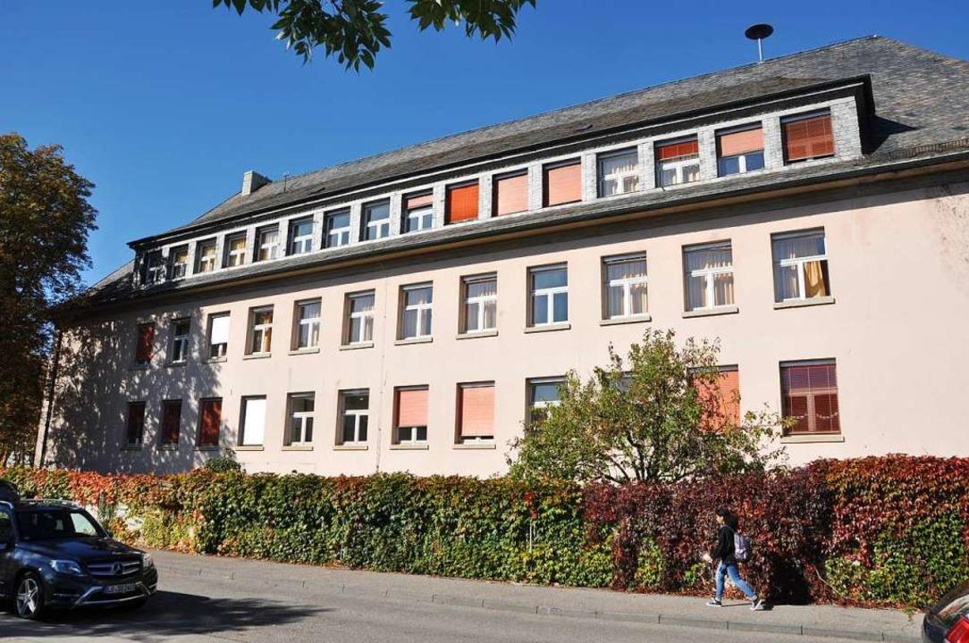 Vor allem das Dach der Schule sorgt für Probleme.  | Foto: Daniel Gramespacher