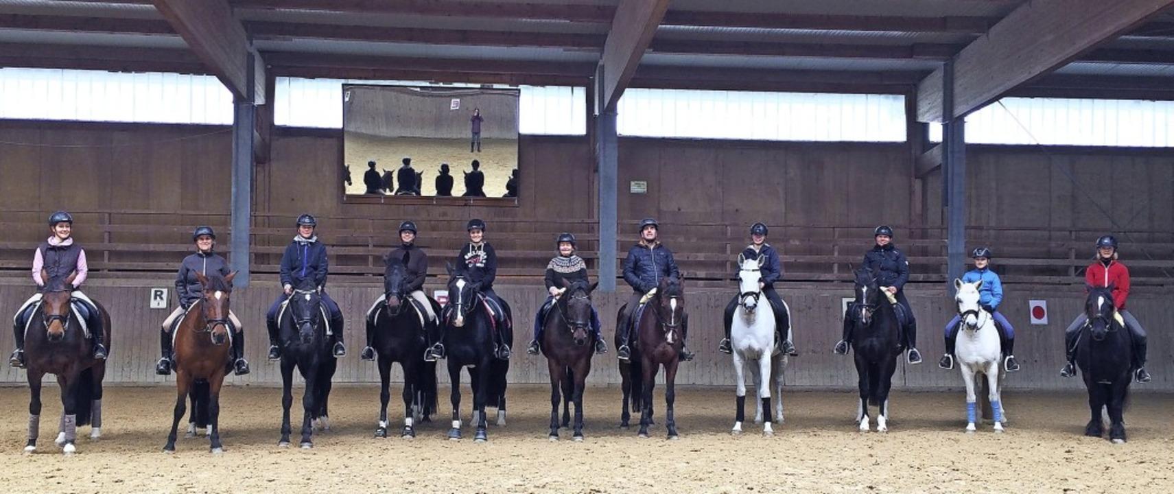 Elf Mitglieder des Reitvereins Schlüch...auf dem Pferd und am Boden vermittelt.  | Foto: suedkurier
