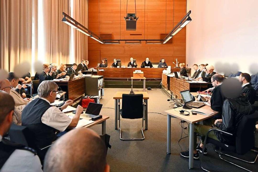 Voller Gerichtssaal: Zu Prozessbeginn ...V des Landericht Freiburg (Archivbild)    Foto: Patrick Seeger (dpa)