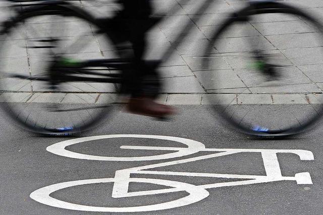 Autofahrer müssen in der Günterstalstraße eine Spur an Radler abtreten