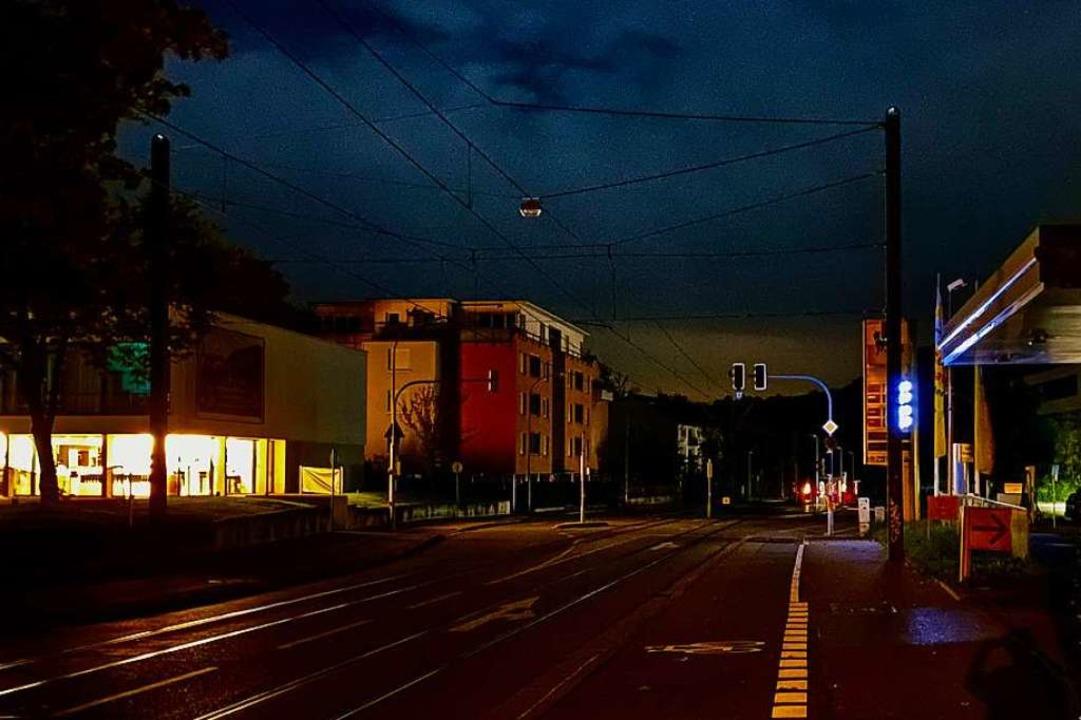 In Richtung Hexental ist die Merzhause...institut links hat schon wieder Strom.  | Foto: Konstantin Görlich