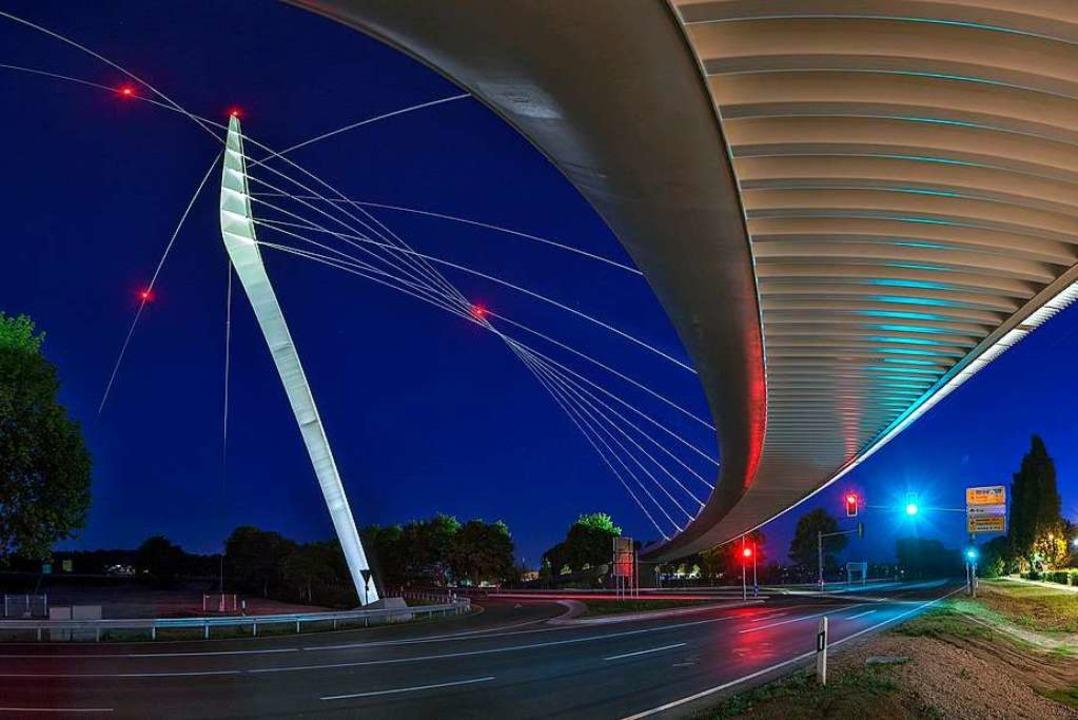 Die Gesamtkosten für die Ortenaubrücke...tzt auf dem Tisch: 5,5 Millionen Euro.  | Foto: Peter  Wochnig