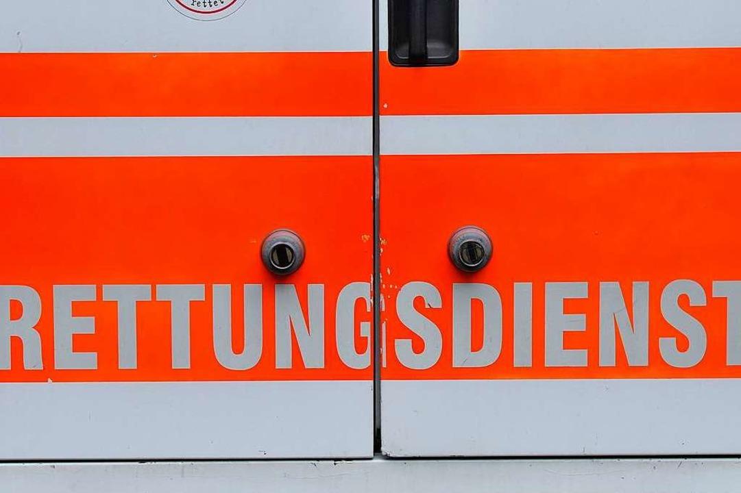 Die verletzte Frau musste ins Krankenhaus gebracht werden (Symbolfoto).  | Foto: Ingo Schneider