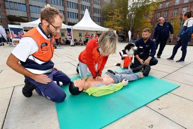 Auf dem Platz der Alten Synagoge konnte man Erste-Hilfe-Handgriffe lernen