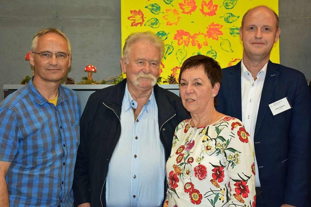 Stellten die Arbeit der Akademie Himme...llmann und Schulleiter Heiko Vollmer.   | Foto: Thomas Biniossek