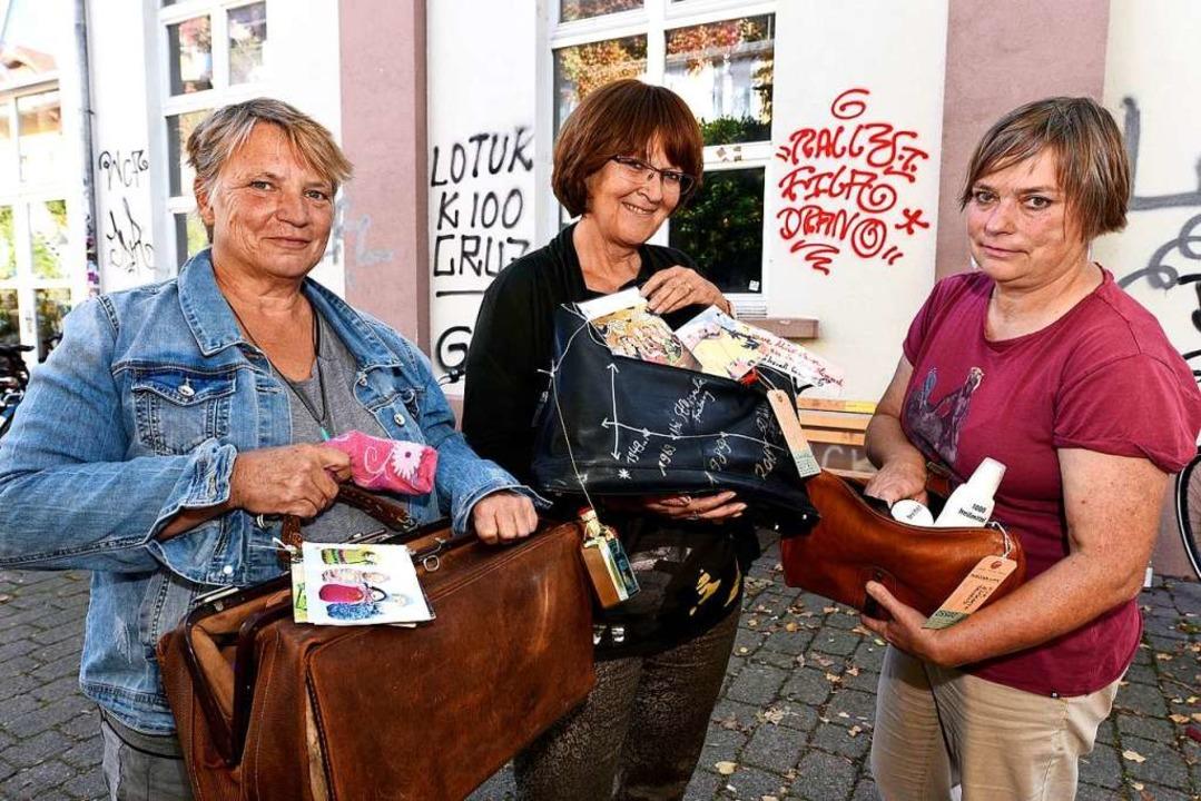 """Karin Schickinger, Marie Battran-Berge...en zu den """"Täschnerinnen"""".    Foto: Thomas Kunz"""