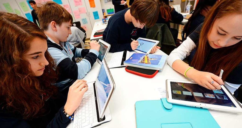Freiburger Schülerinnen und Schüler profitieren vom Digitalpakt des Bundes.  | Foto: Arne Dedert