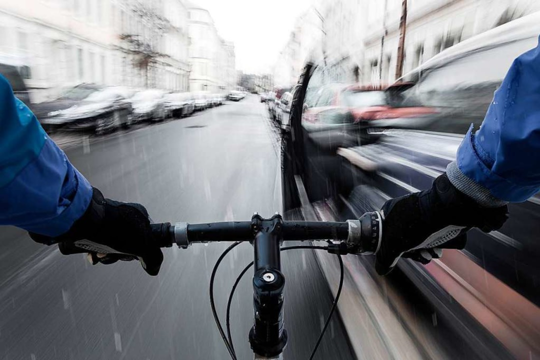 Ein Autofahrer erwischte mit seiner Tü...11; deren Mann schlug zu (Symbolbild).  | Foto: David Schunack (Adobe Stock)