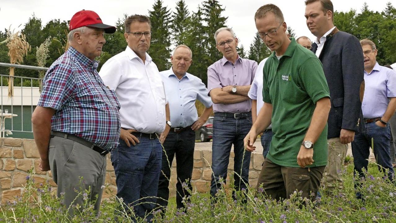 Besuch vom Landwirtschaftsminister im ... wie er seinen Biohof bewirtschaftet.   | Foto: Martin Wunderle