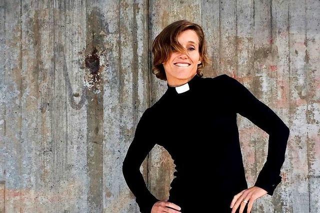 Schwedin entwirft Mode extra für Pfarrerinnen
