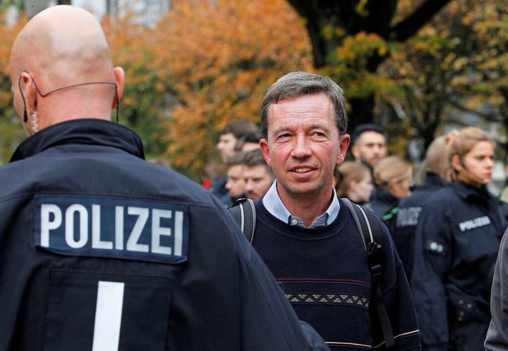 Bernd Lucke, Wirtschaftswissenschaftle...svorlesung an der Universität Hamburg.  | Foto: Markus Scholz (dpa)
