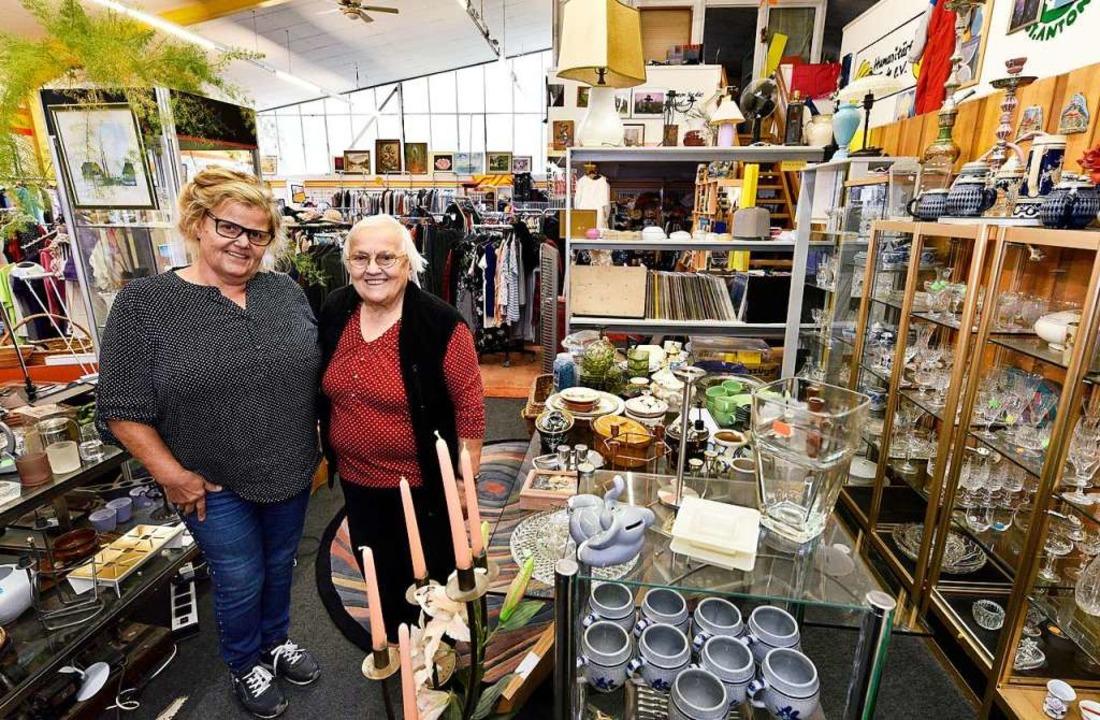 Pia Puscher (links) betreibt das Secon...t als ehrenamtliche Mitarbeiterin aus.  | Foto: Thomas Kunz
