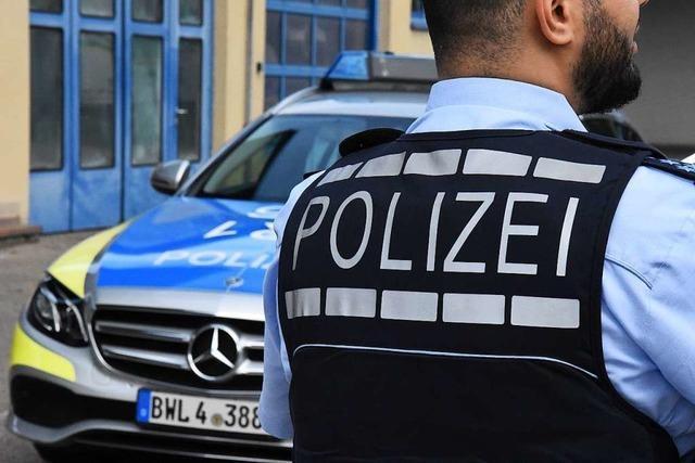 Polizei ermittelt wegen eines rechtsextremen Schriftzugs am Denzlinger Bahnhof