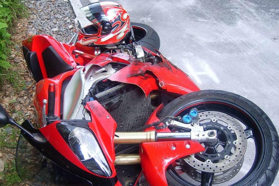 Der Blechschaden beim Motorrad liegt circa bei 1000 Euro (Symbolbild).  | Foto: polizei