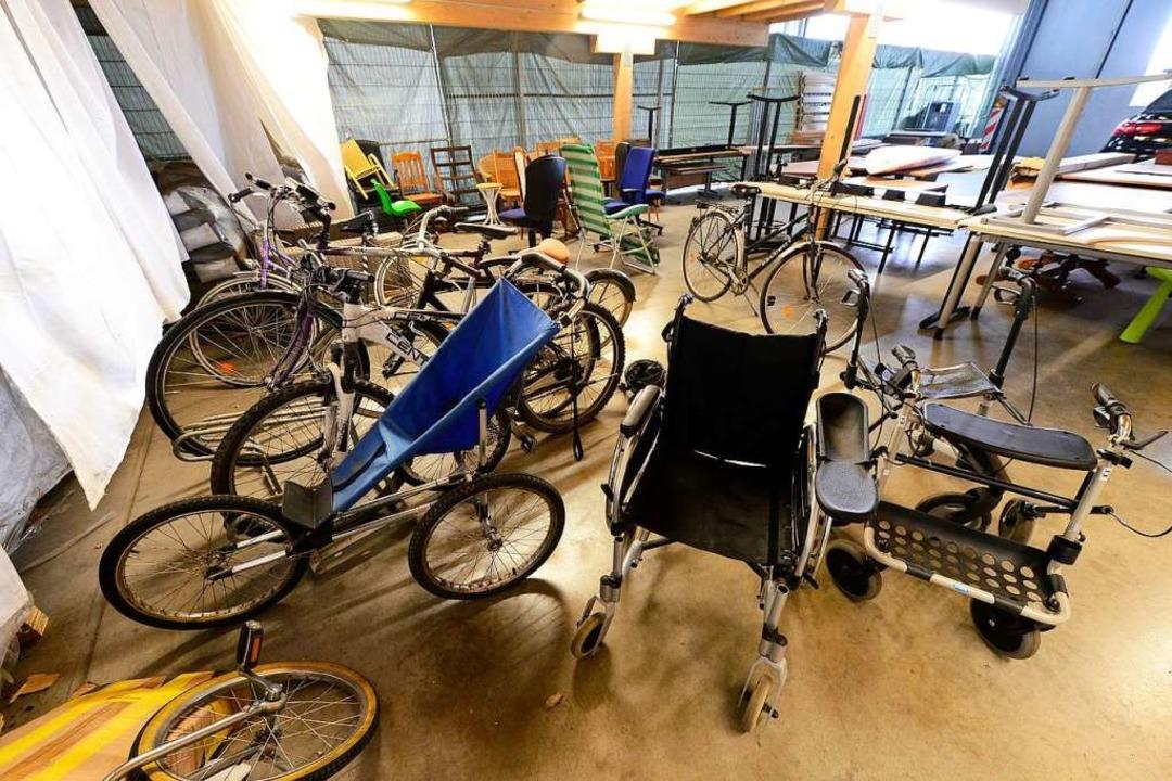 Fahrräder, Rollstuhl, Rollator: Vieles...ringen, können andere noch gebrauchen.  | Foto: Ingo Schneider