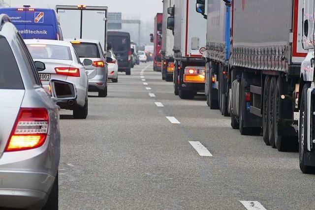 Stau auf der A5 nach Lkw-Unfall zwischen Offenburg und Lahr