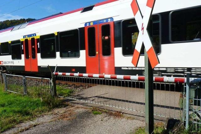 In Zell schrecken Züge der S6 die Bewohner mit schrillen Warnpfiffen auf