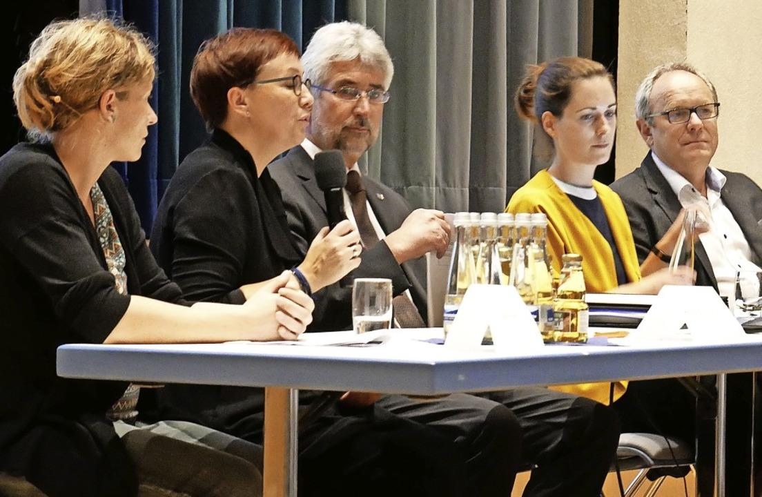 Jana Weis, Heike Bohnsack-Roth, Michae...nformierten über das Familienzentrum.   | Foto: Michael Gottstein