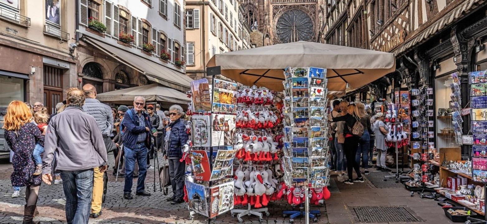 Oft sieht man vor lauter Postkarten oder Plüsch kaum noch das Münster.   | Foto: teli