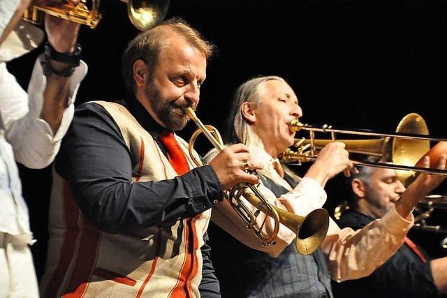 Warum der Auftritt einer Wiener Blechblas-Combo für Gelächter und Applaus sorgt