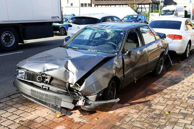 Autofahrer verwechselt Bremse mit Gaspedal