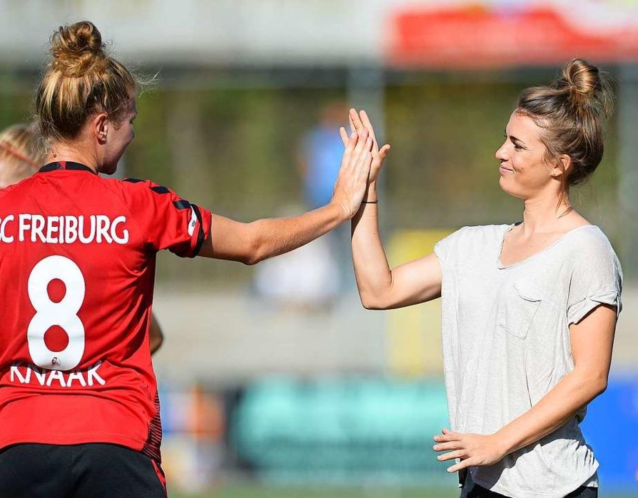 Seit 2017 beim SC Freiburg: Rebecca Knaak (links) im Oktober vor zwei Jahren    Foto: Patrick Seeger