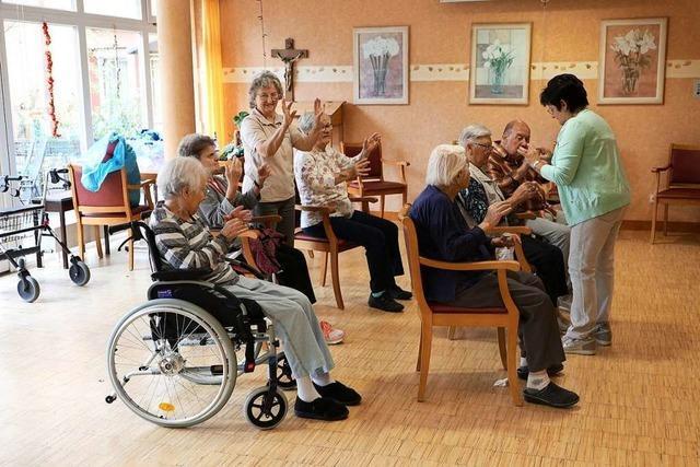 Warum sich Rentner ehrenamtlich im Seniorenheim engagieren