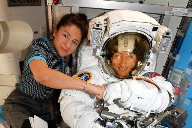 Zum ersten Mal absolvieren zwei Astronautinnen einen Außeneinsatz