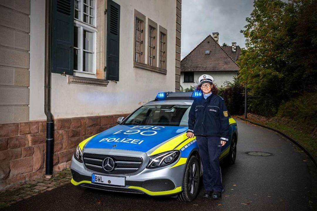 Dagmar Bauer neben ihrem Einsatzfahrzeug  | Foto: Joss Andres