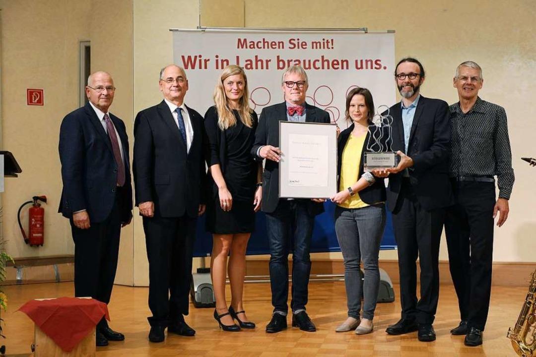 Preisverleihung (von links): Jürgen Sc... Christopher Kern und Gerhard Silberer  | Foto: Christoph Breithaupt