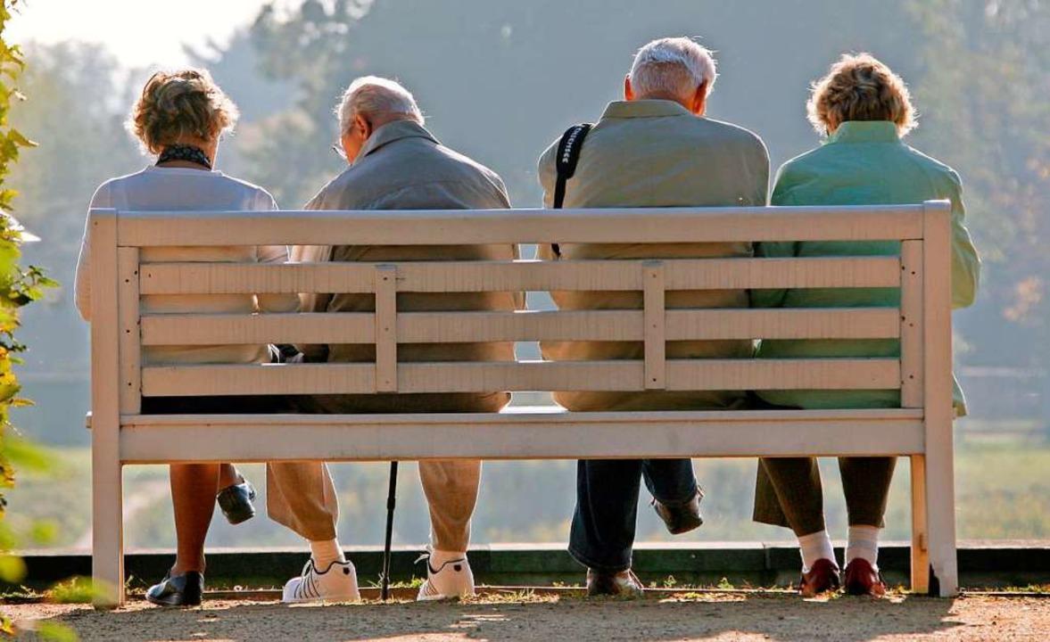 Wer lange gearbeitet hat, soll im Alter genug Geld bekommen.  | Foto: Ralf Hirschberger (dpa)