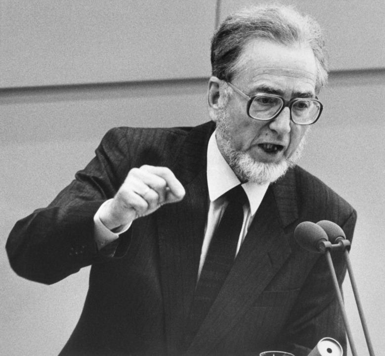 Erhard Eppler 1989 bei einer Rede im Bundestag.  | Foto: Tim Brakemeier (dpa)