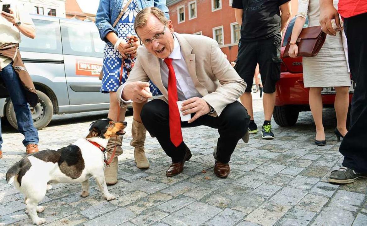 Der Hund heißt Attila: Bodo Ramelow und sein Jack-Russell-Terrier   | Foto: CHRISTOF STACHE