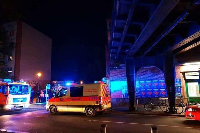 Sonderzug mit 700 Fans des SC Freiburg in Berlin evakuiert