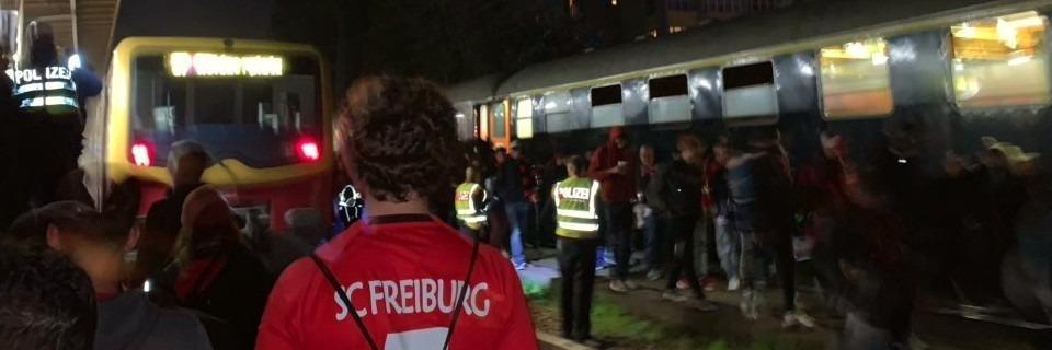 Feuer in Sonderzug von Freiburger Fußballfans in Berlin - drei Verletzte
