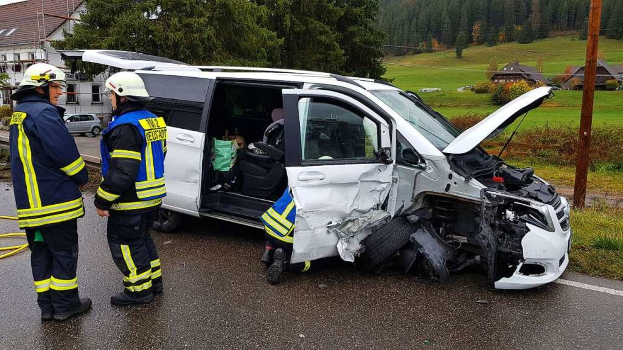 Auf der B31 in Titisee kam es am Samst...einem Mercedes Vito und einem VW Golf.  | Foto: cag