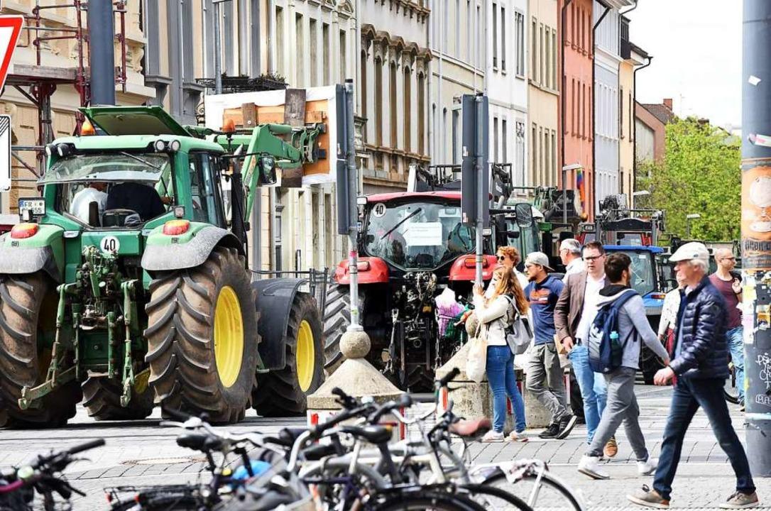 Bauernprotest in der Innenstadt hat Fr...en den geplanten Stadtteil Dietenbach.  | Foto: Rita Eggstein