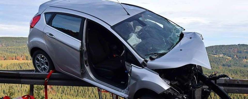Autofahrerin entgeht in Feldberg knapp einem 300-Meter-Absturz