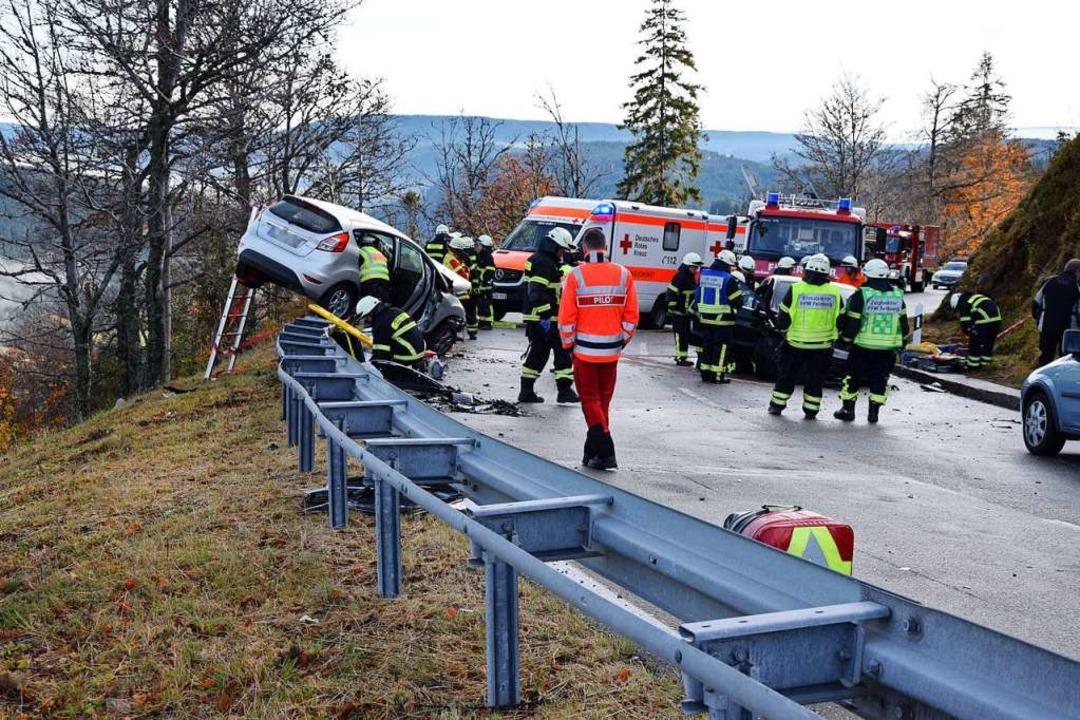 Mehrere Rettungskräfte und ein Hubschrauber waren im Einsatz.    Foto: kamera24