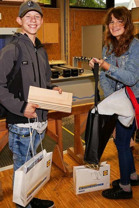 Michael Schneider und Sarah Benz haben...en Informationen auf der JBS versorgt.  | Foto: Eva Korinth