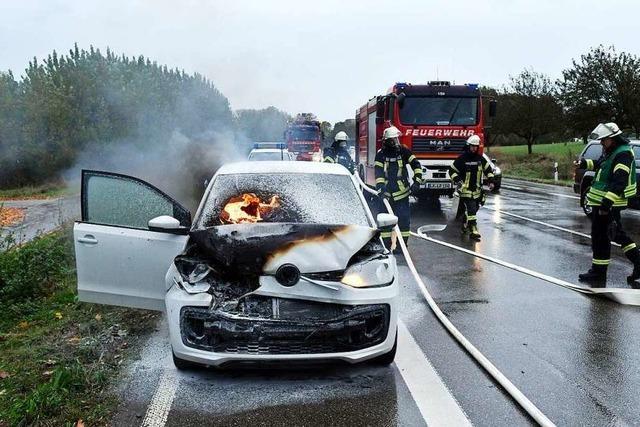 Fahrzeugbrand nach Auffahrunfall auf der B 3