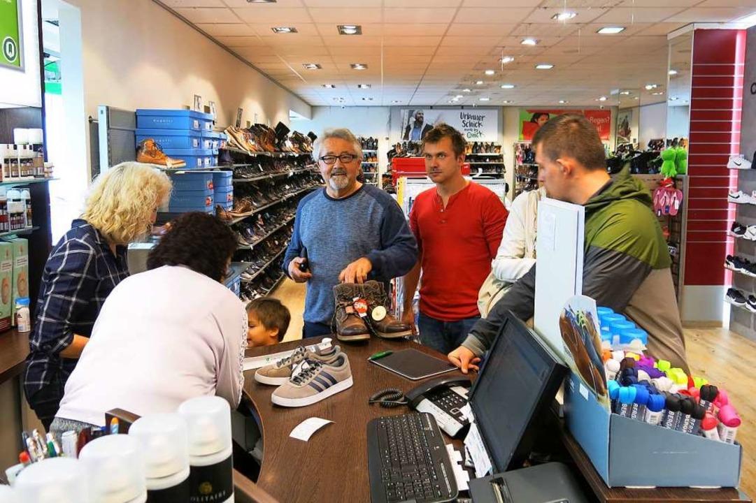 Zahlreiche Geschäfte hatten am Herbstf...sucher gingen gerne auf Shopping-Tour.  | Foto: Erhard Morath