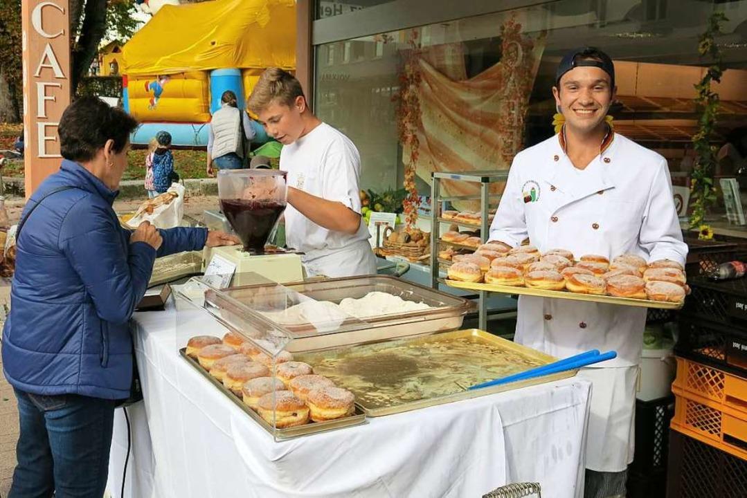 Frische Berliner gab's bei der Bäckerei Jost.  | Foto: Erhard Morath