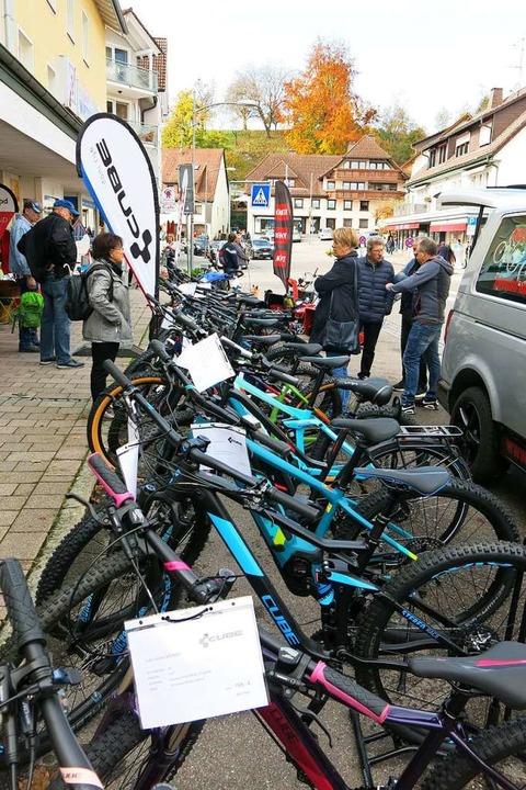 Fahrräder in allen Varianten – d...sentierte das Fachgeschäft Fehrenbach.  | Foto: Erhard Morath