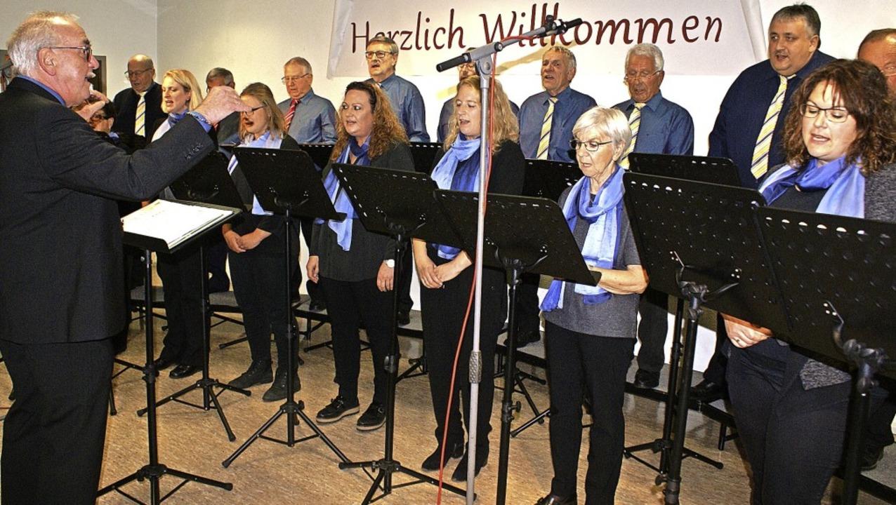 Seinen ersten Auftritt hatte der gemis...Chor des Männergesangvereins Hänner.    | Foto: Werner Probst