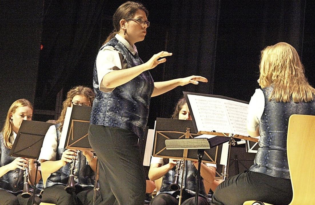 Die Stadtmusik Wehr entführte ihre Zuh...te Birgit Trinkl auch durchs Programm.  | Foto: Karin Stöckl-Steinebrunner